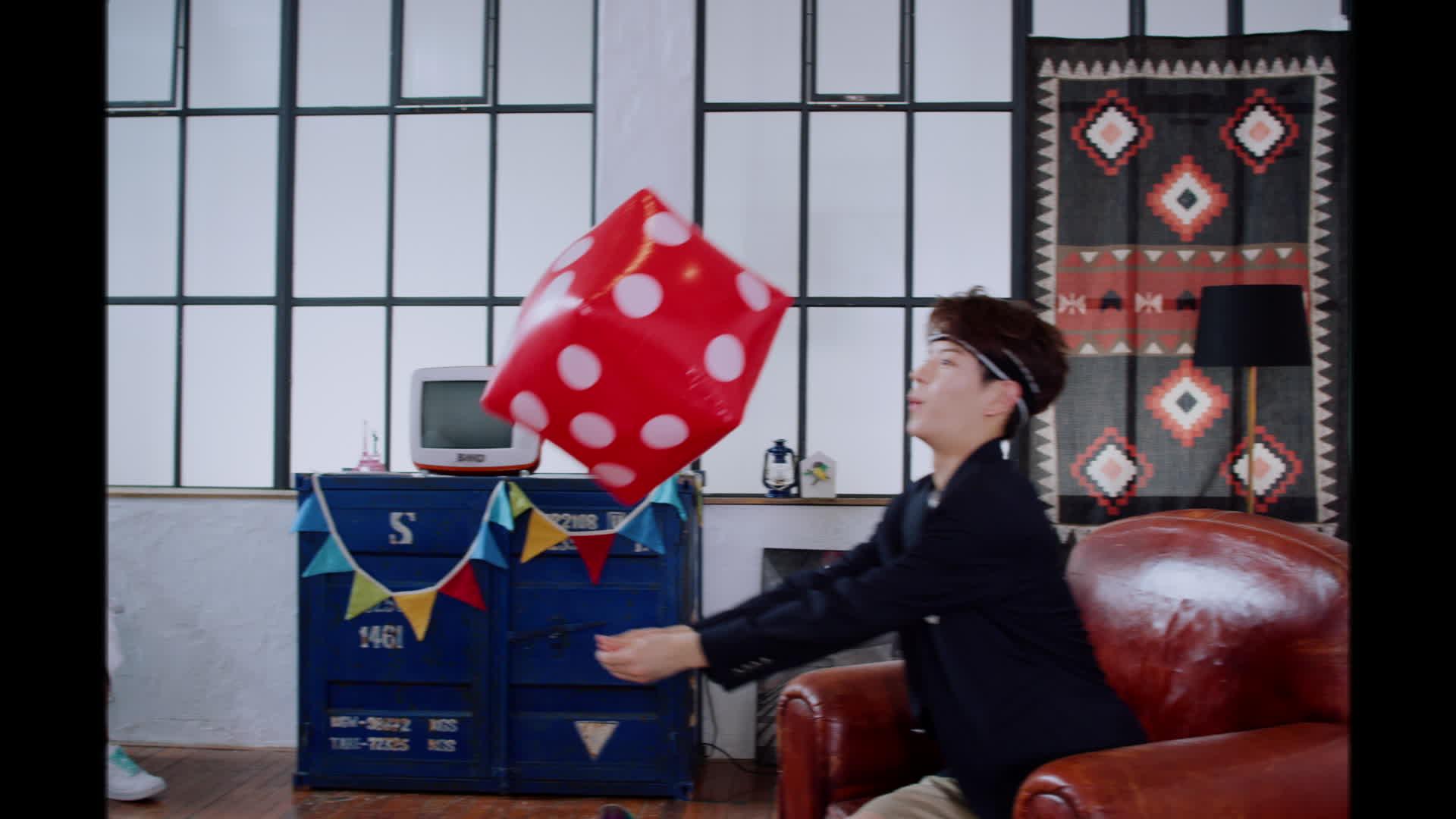 """Stray Kids(스트레이 키즈) """"갑자기 분위기 싸해질 필요 없잖아요"""" Teaser Video"""