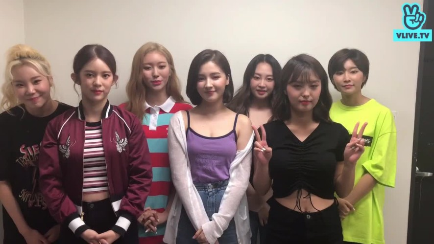 MOMOLAND Greeting for V HEARTBEAT