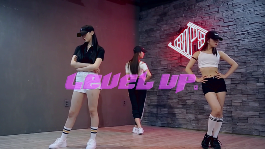 "Ciara ""Level Up"" Dance Challenge by Kpop Girl Group 'NATURE' (AURORA x SAEBOM x HARU)"