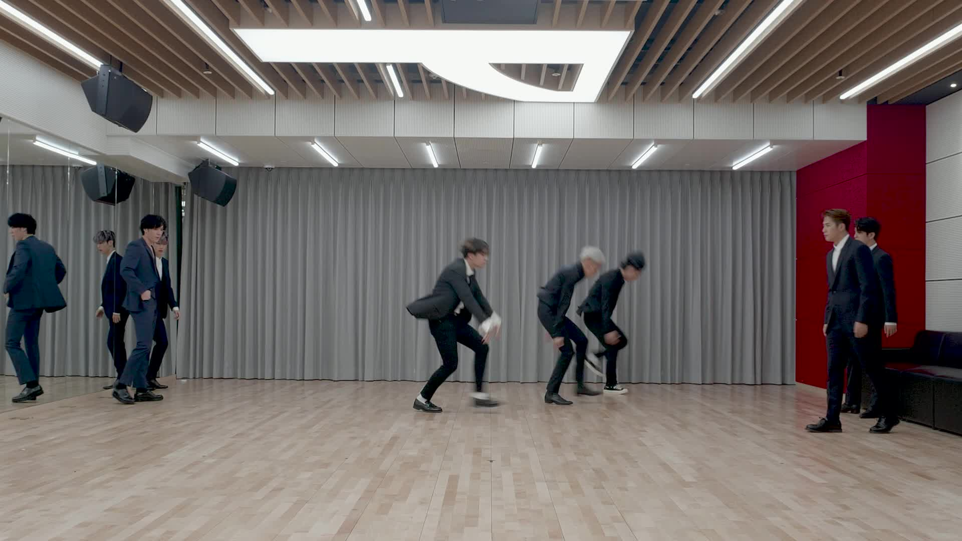 "GOT7(갓세븐) ""Lullaby"" Dance Practice (Suit Ver.)"