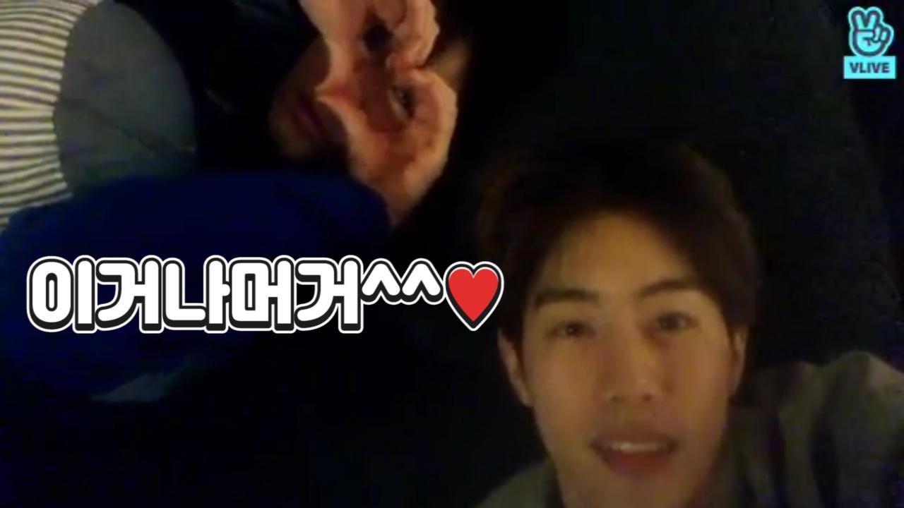 [GOT7] 됐고! 투안즈 이거나 머거^^💚(Mark and Yugyeom's V in their dorm)
