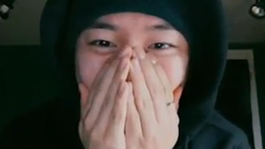 [B.A.P] 일.요.일.의.B.A.P.정.대.현.귀.엽.지? (Daehyun reading fans' comments)