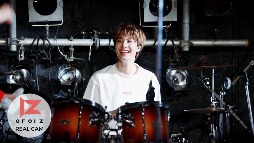 [REAL IZ] TOKYO LIVE TOUR-OPEN YOUR IZ 하드털이 (2)