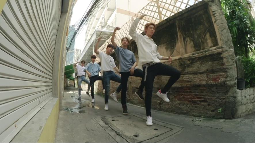 "Stray Kids(스트레이 키즈) ""극과 극(N/S)"" Video (Street Ver.)"
