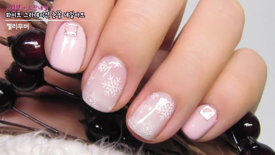 [1분팁] 화이트 그라데이션 눈꽃 네일아트, Snow Flake Stamping Nail Art(White gradation snowflake nail art)