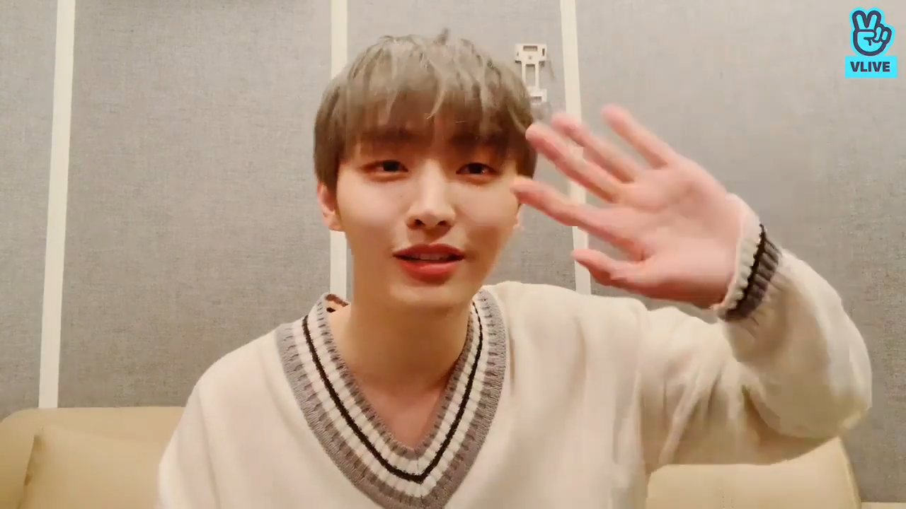[YOON JISUNG] 우리룽보고 손 흔들다가 어깨 탈골됐어👋 (JISUNG's first V!)