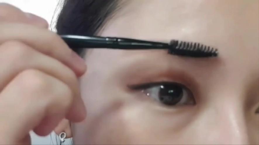 [1분팁]눈썹마스카라잘하는법 How to apply eyebrow mascara well