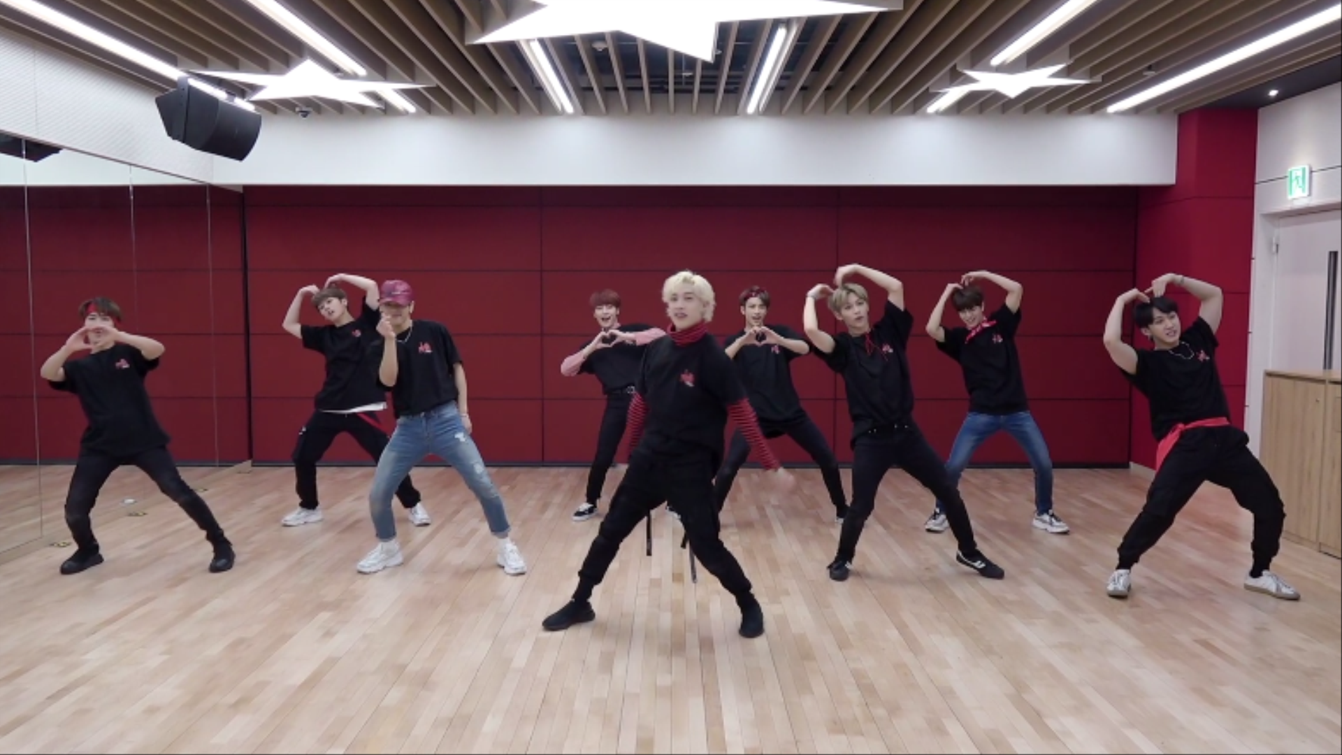 "Stray Kids(스트레이 키즈) ""MIROH"" Dance Practice Video (Heart ver.)"