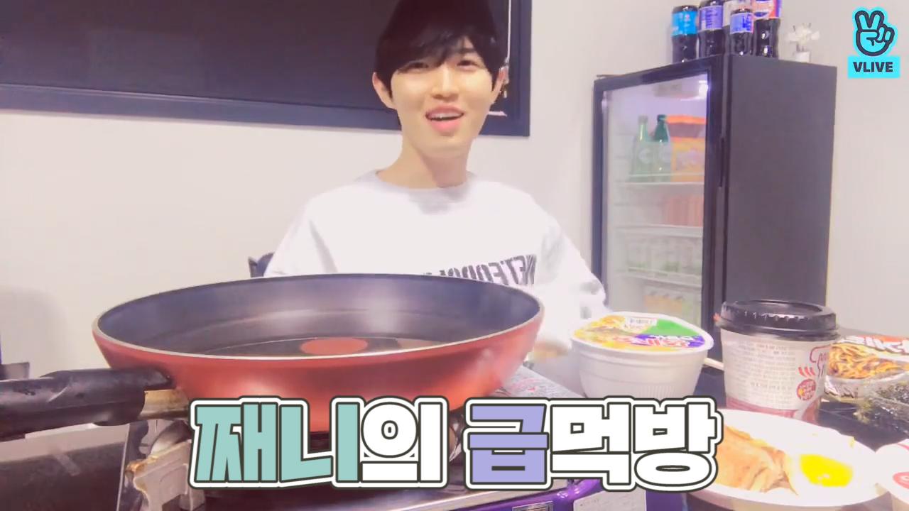 [KIM JAEHWAN] 🥄짼 먹방이 만병통치약이고 그런거지 모💕 (JAEHWAN's eating show)