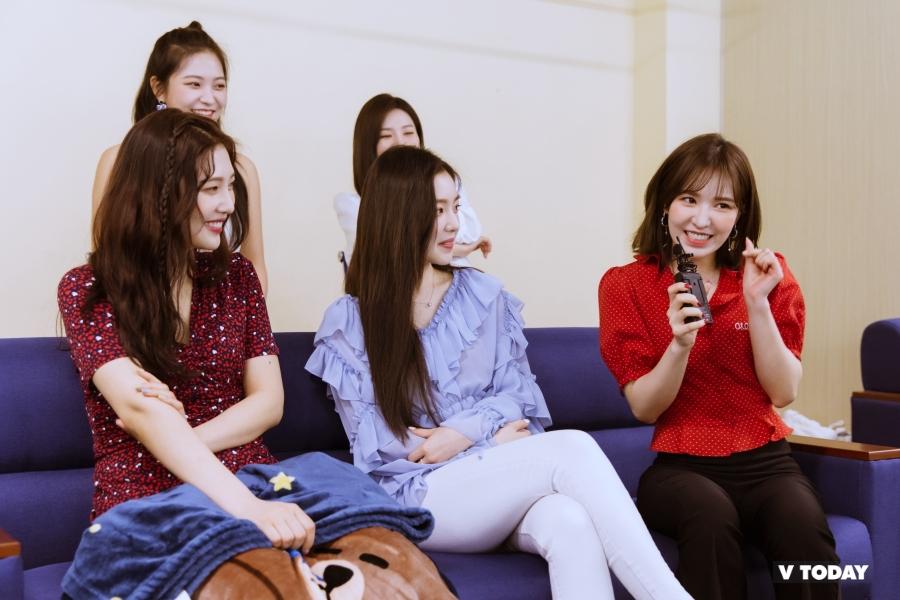 [Exclusive] Red Velvet: Wendy được phong nữ hoàng aegyo, anh hùng diệt gián