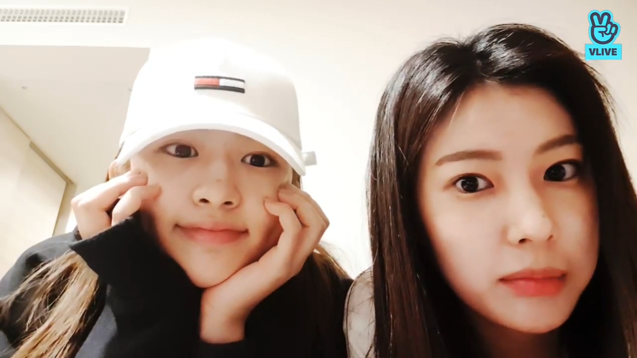 [IZ*ONE] 숨만 쉬어도 웃음나는 밀키즈 방 공기 삽니다💰 (Hyewon&Yujin talking with fans)