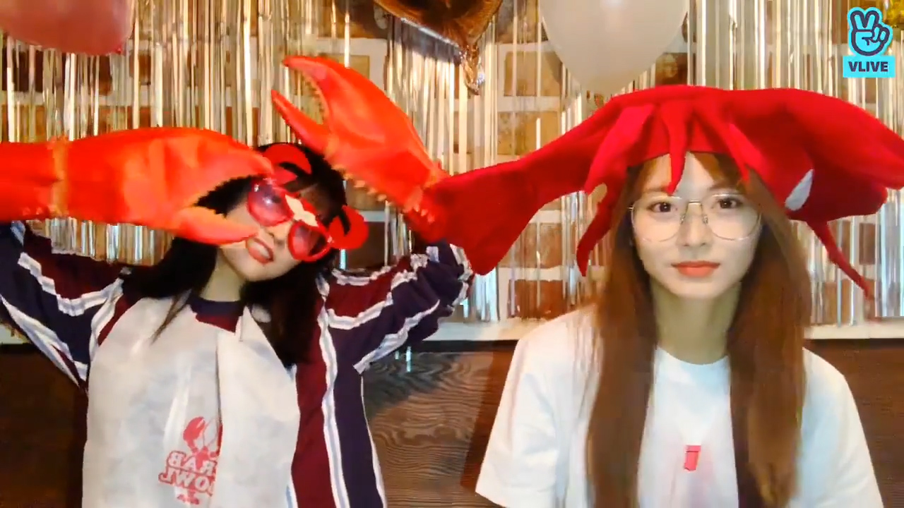 [TWICE] 🐙의식의 흐름을 따라가는 모쯔의 먹방!! (부제: 콘텐츠 화수분)🦀 (Momo&Tzuyu eating Seafood)
