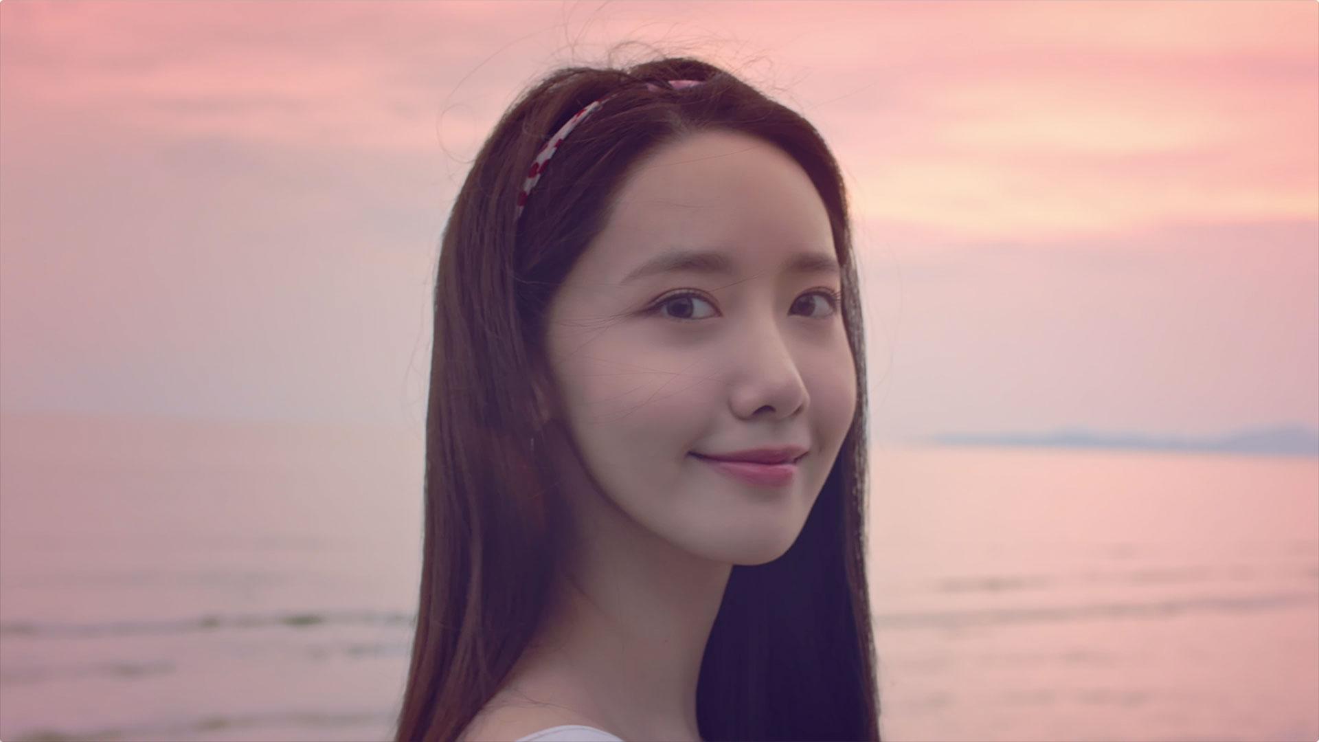 YOONA 윤아 '여름밤 (Feat. 스무살) (Summer Night)' MV