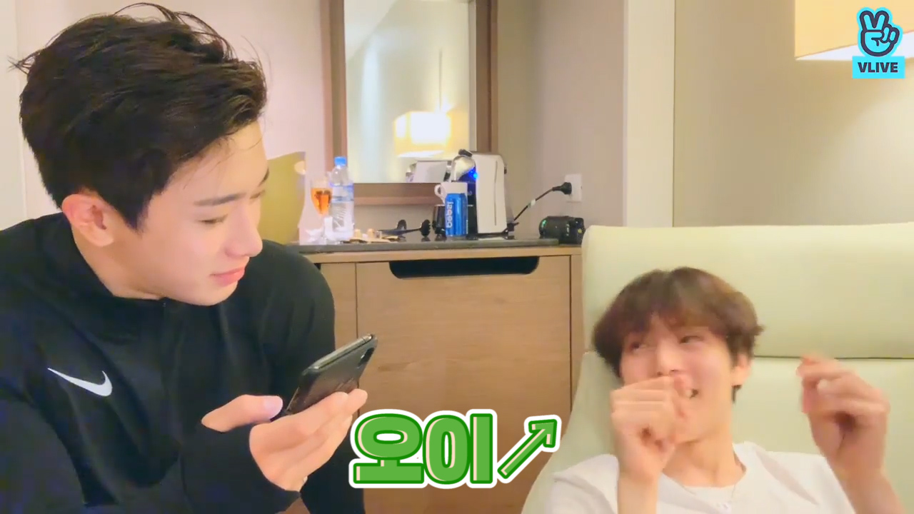 [MONSTA X] 🐰최애곡이요? (트랙리스트를 읊는다)🐶 (WONHO&MINHYUK talking about their favotite songs)