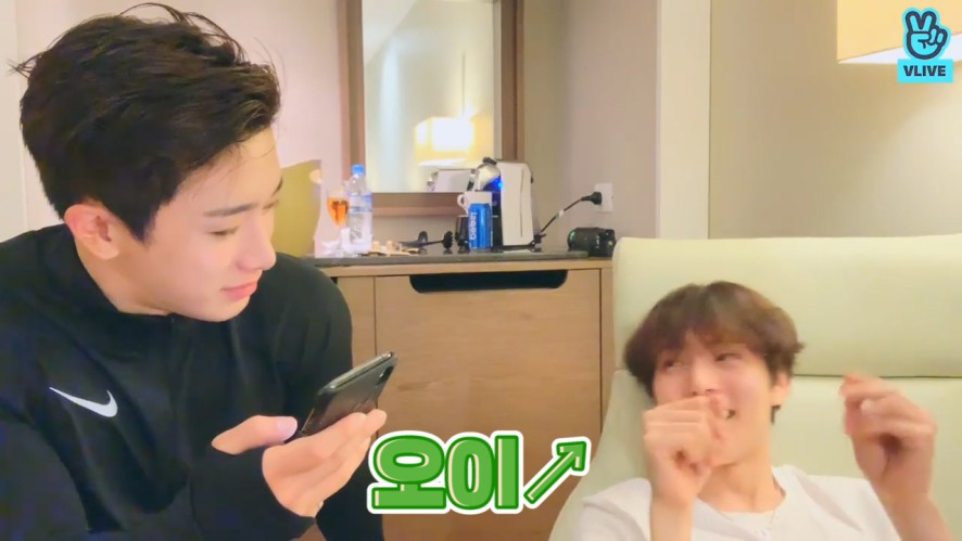 [MONSTA X] 🐰최애곡이요? (트랙리스트를 읊는다)🐶 (WONHO&MINHYUK talking about their favorite songs)