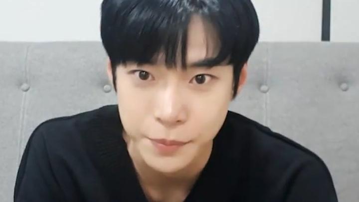 [NCT] 김도잉 큐트로 세상 꼭대기에 설 그날까지 엄버엄버💪💪 (Doyoung's V after fan signing day)