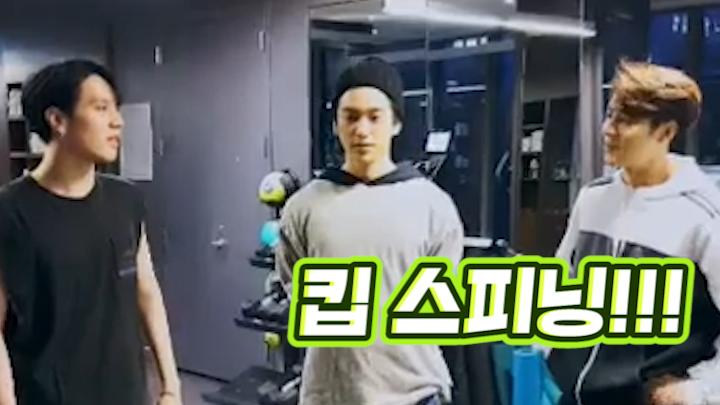 [GOT7] 크으,,,이 운동브이앱,,,킵 스피닝^^!!!!💚💪 (GOT7's exercising V in the gym)