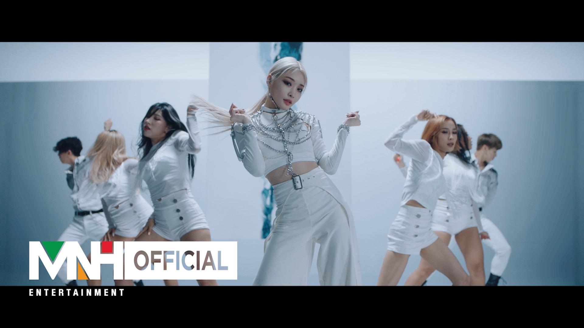 """청하(CHUNG HA) - """"Snapping"""" M/V (Performance Ver.)"""