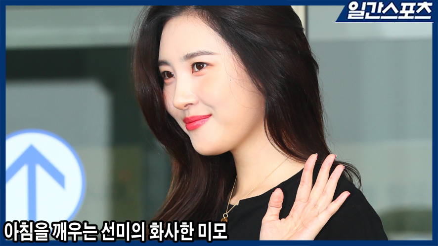 SUNMI is radiantly beautiful on her way to Shanghai