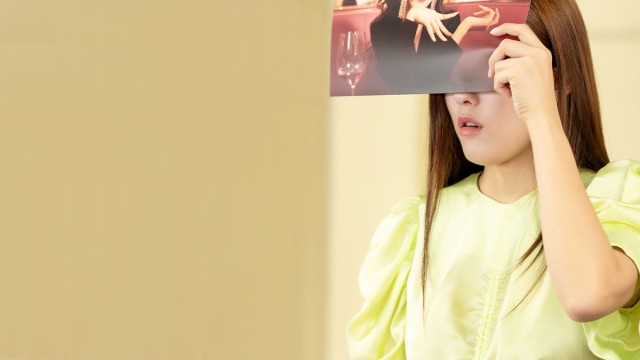 [Exclusive] Hyomin giải quyết nhanh gọn thử thách bịt mắt 'đoán mò'