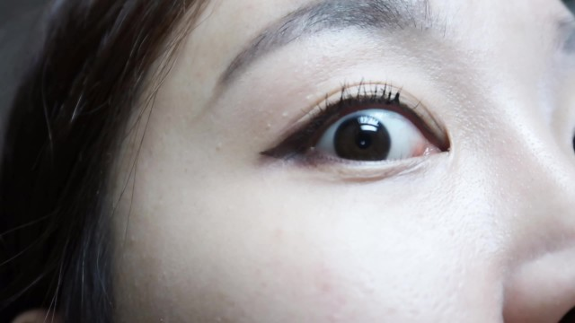 How to mascara without an eyelash curler