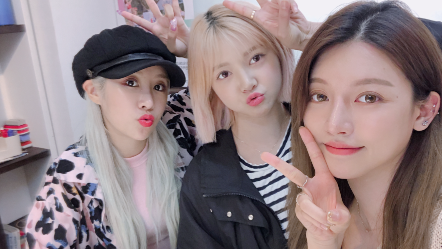 Behind Talk [Nina, Ellie, Eun A] 비하인드 토크 니나,엘리,은아