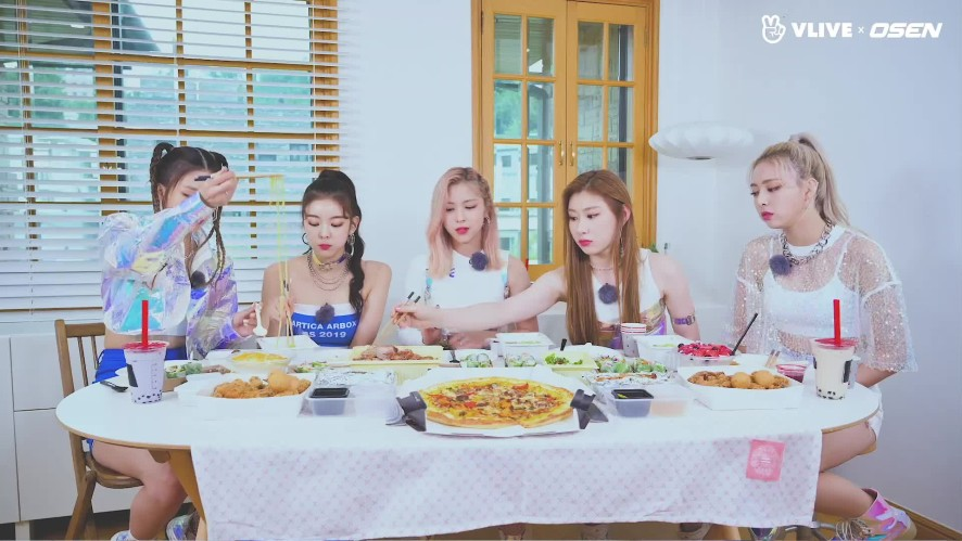 ITZY's long-awaited eating time #STAR ROAD 17
