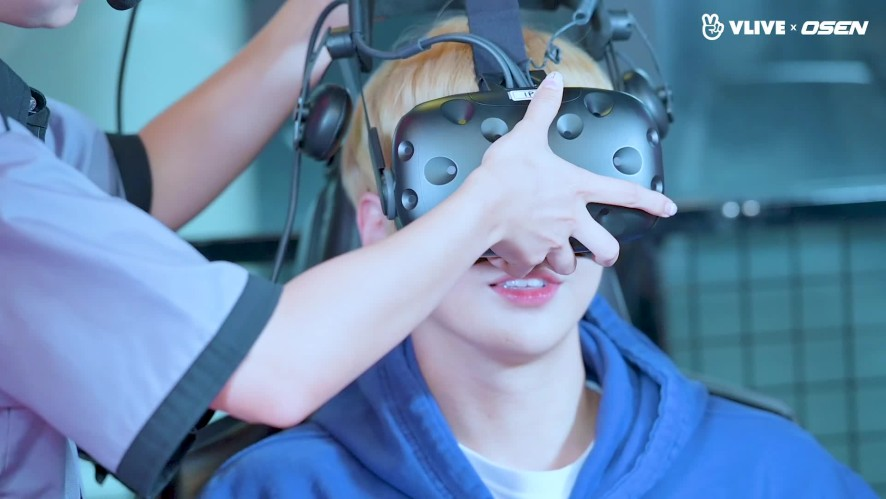 KANGDANIEL, his first try at VR games #Star Road 04