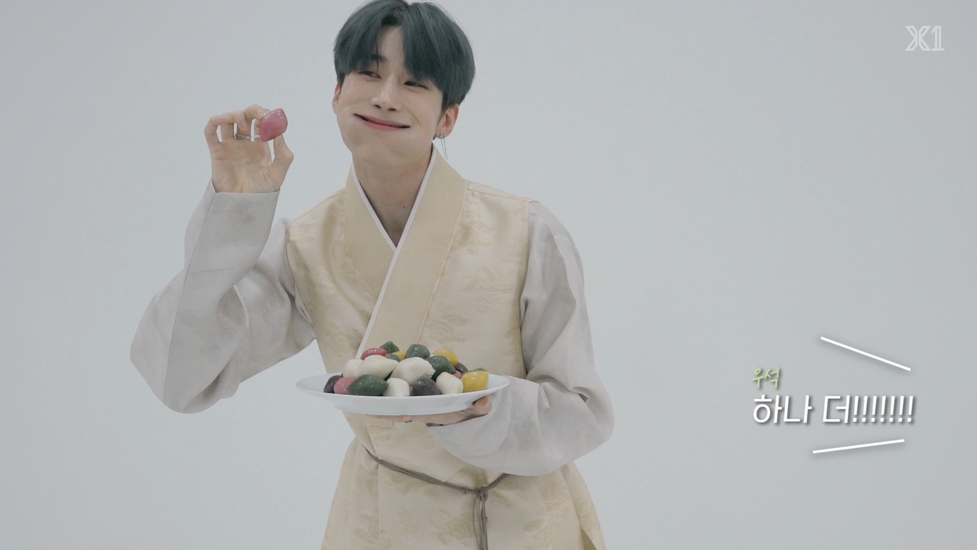 "[X""] X1 likes Korean traditional food 'Songpyeon'"