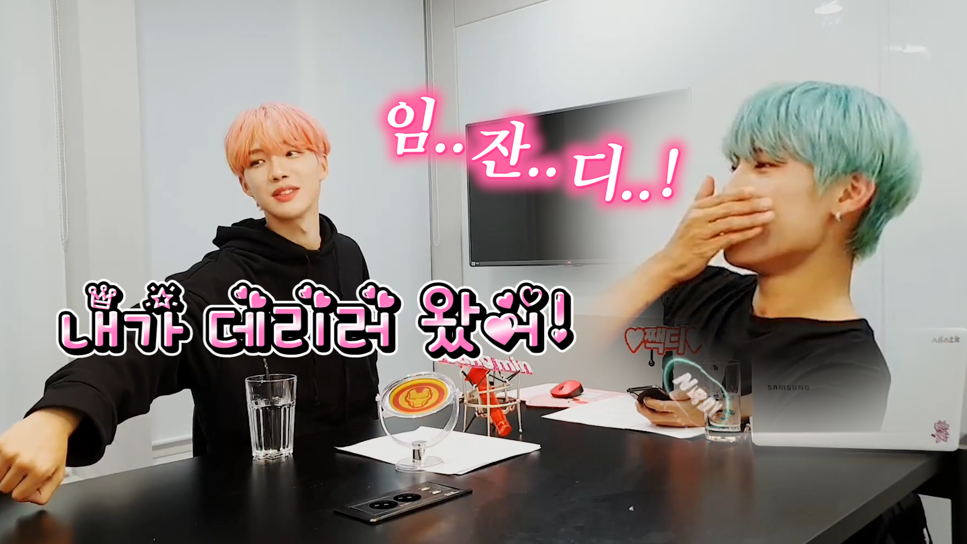 [AB6IX] 명예소방관 합니다 흰 천과 바람 있으신 분 디엠주세요🙋♀️💨 (Woojin's first visual radio with youngmin)