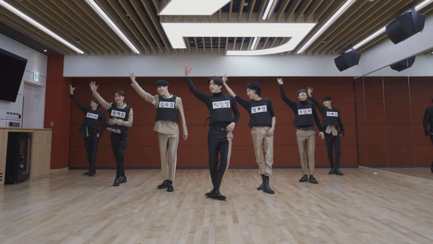 """GOT7 """"You Calling My Name"""" Dance Practice (Name Tag Survival Ver.)"""