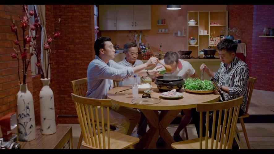 Vào bếp đi con - Tập 3:QuốcTrường đích thân nấu món lẩu mắm đãi anh hai