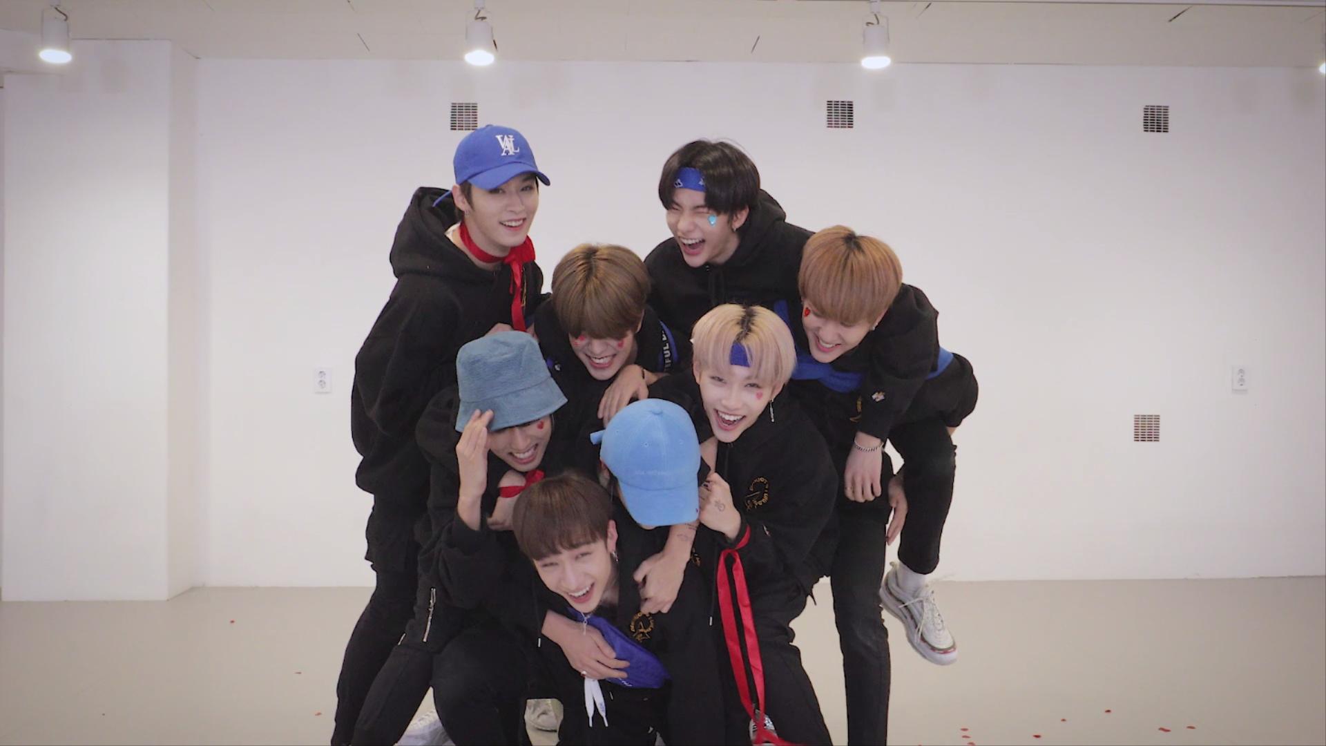 "Stray Kids(스트레이 키즈) ""바람"" Dance Practice Video (Lovestay ver.)"