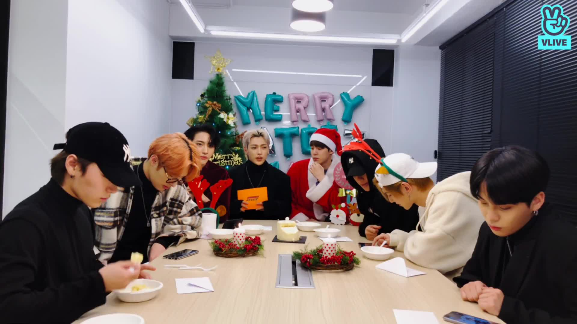HAPPY ATEEZ-MAS🎄