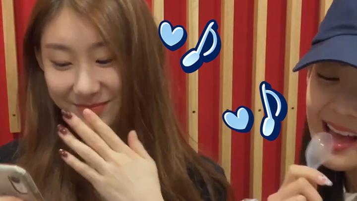 [ITZY] 령채 첫 솔로브이앱(Feat.리아)에 잇몸이 마른다요~💕 (CHAERYEONG's Q&A time!)