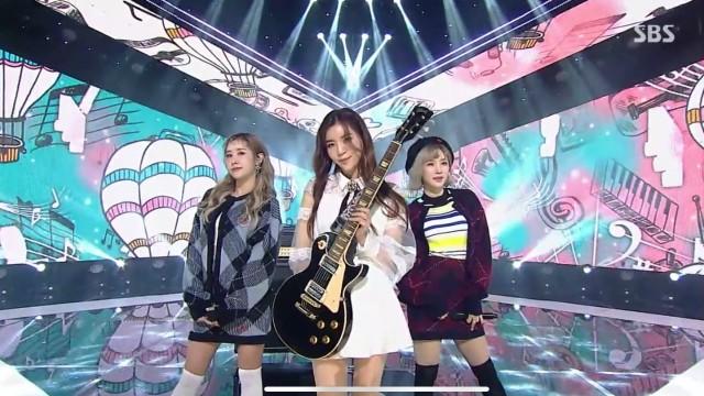 SBS 인기가요 Carry On - 희(Hee)(Feat. Yehana Ellie)