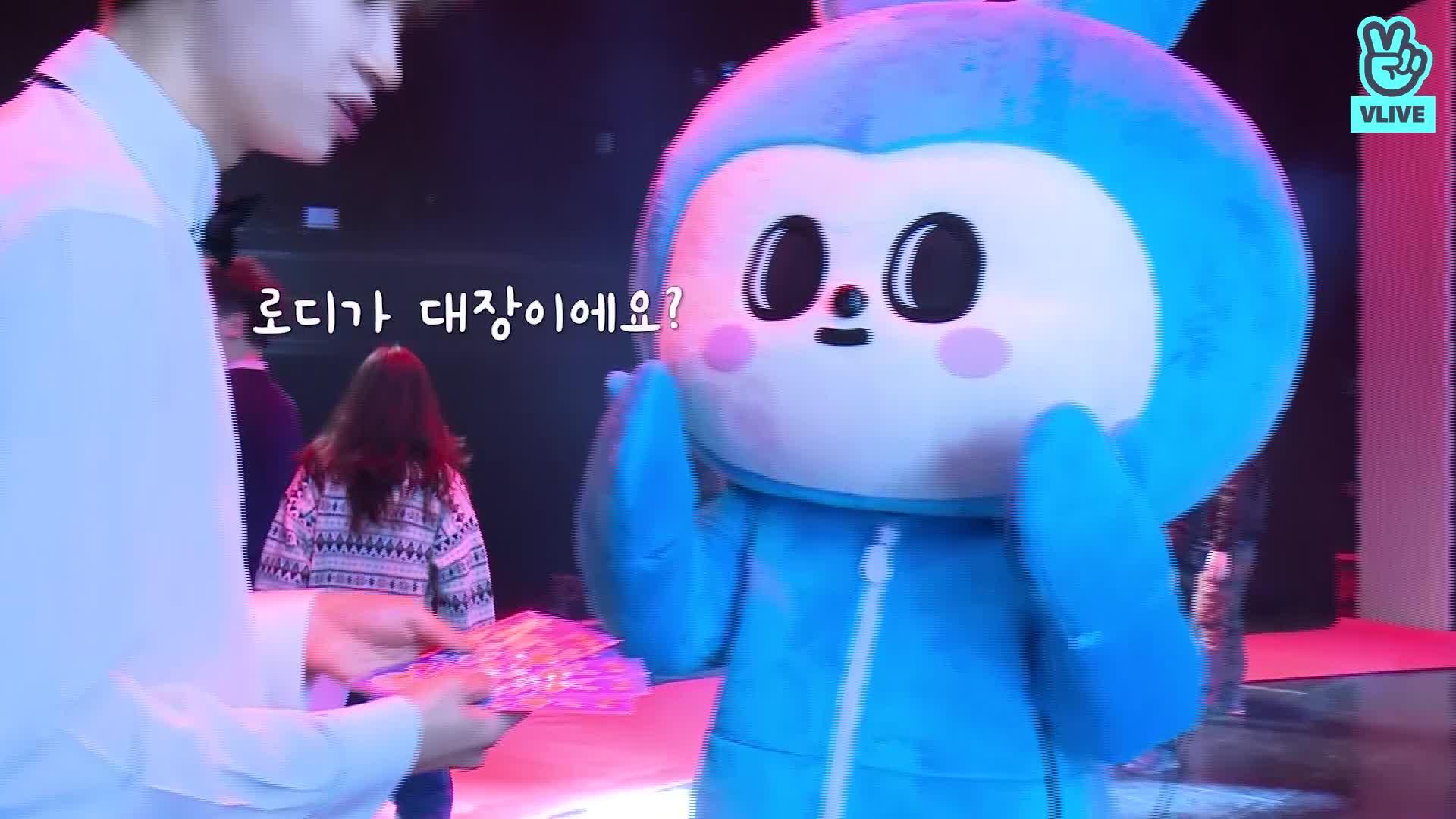[V CREW] 붐보의 브이로그 - EP. 07 아기태양 이진혁 바닐라 스테이지에 가다🌞 (왕대럼쥐🐿의 왕다정한💕 팬서비스 미쳤다 미쳤어..)  