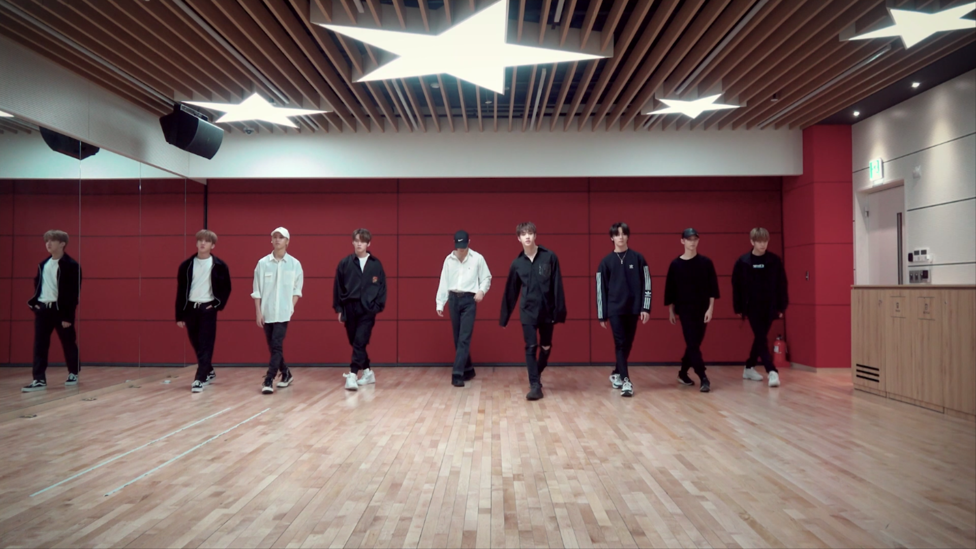 "Stray Kids(스트레이 키즈) ""Levanter (English Ver.)"" Dance Practice Video"