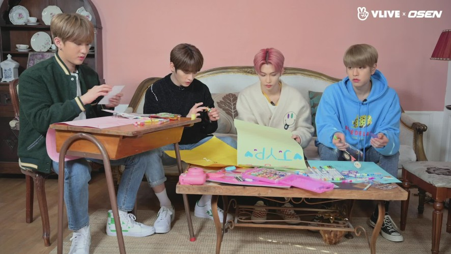 Stray Kids, Writing Letters for New Years... To Who? #STAR ROAD 05