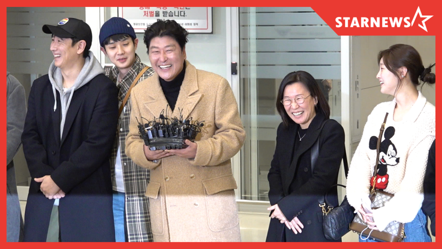 격한 환영 인사(?)에 빵 터진 기생충 드림팀의 '금의환향' 현장