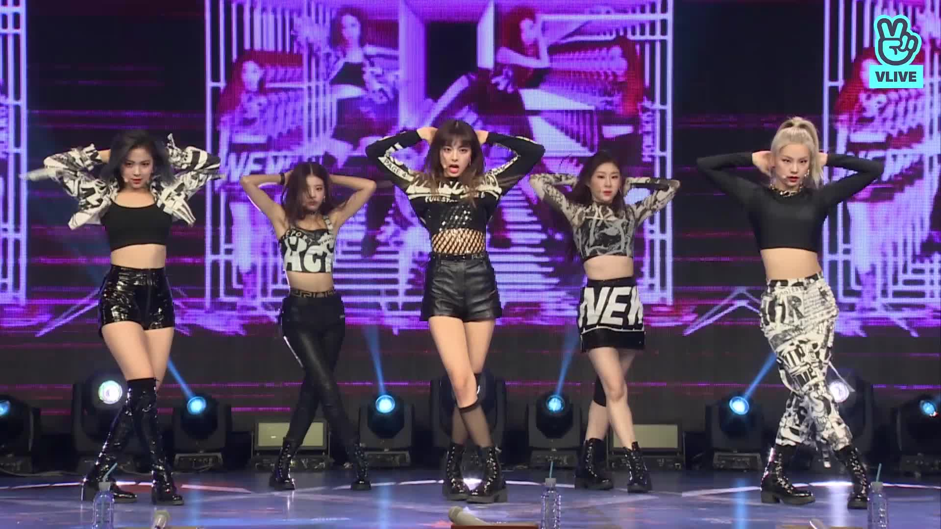"""ITZY(있지) """"WANNABE"""" @ LIVE PREMIERE"""