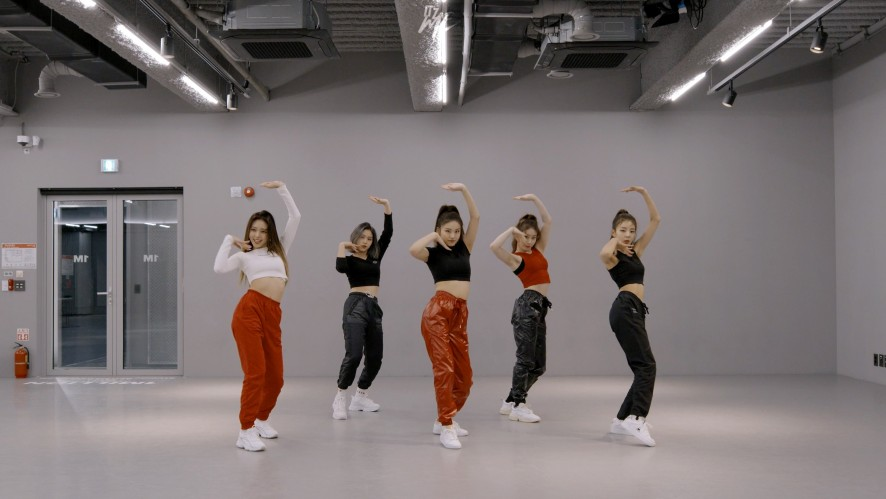 "ITZY(있지) ""WANNABE"" Dance Practice"