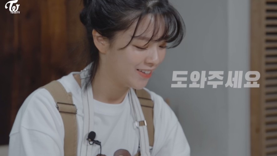 """Jeongyeon TV """"Cooking show for making homemade puppy snacks!"""""""