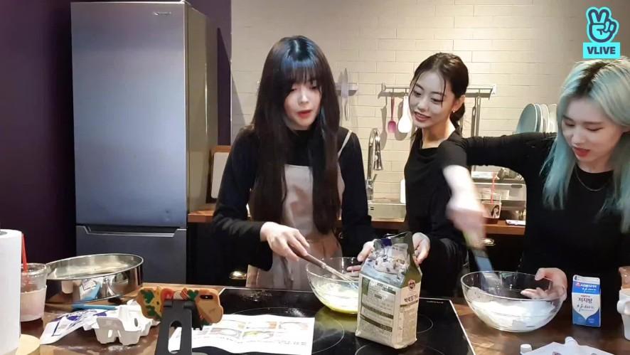 [Weki Meki] Leader Ji's Birthday🎉 (feat. making cakes)