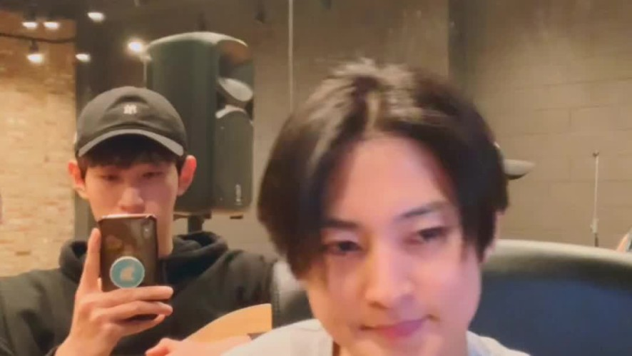 [VAV] V LIVE before sleeping ✌