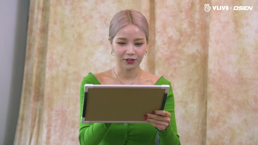 MAMAMOO's Solar came back with a solo album #Star Road 01