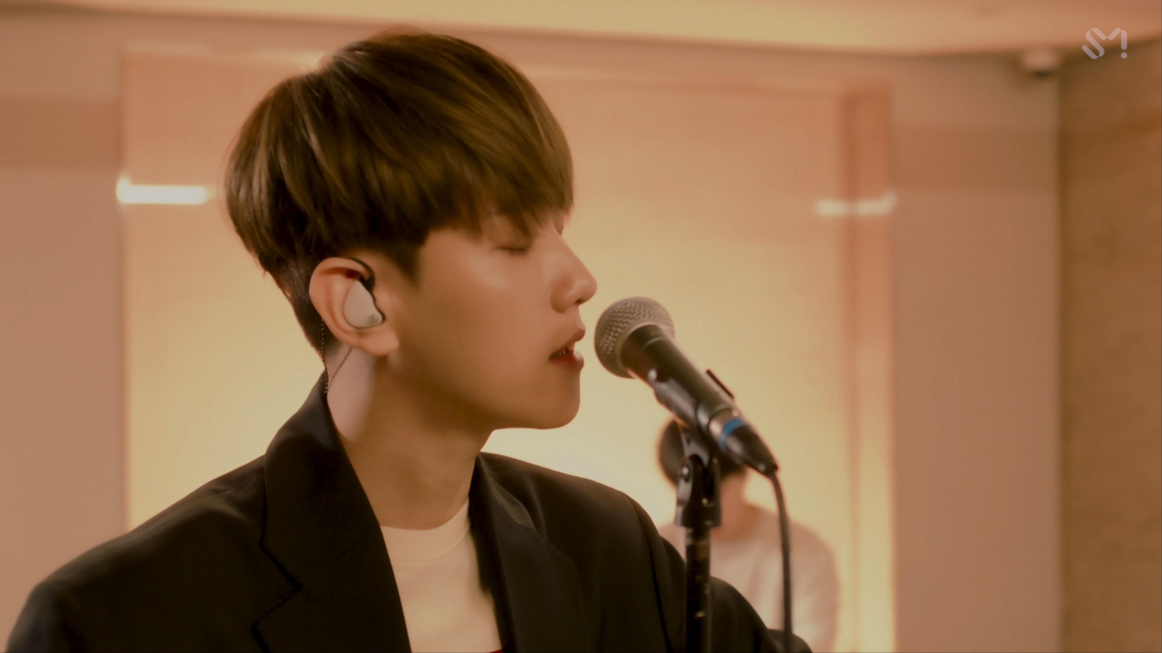 [STATION] BAEKHYUN 백현 'Love Again' Live Video