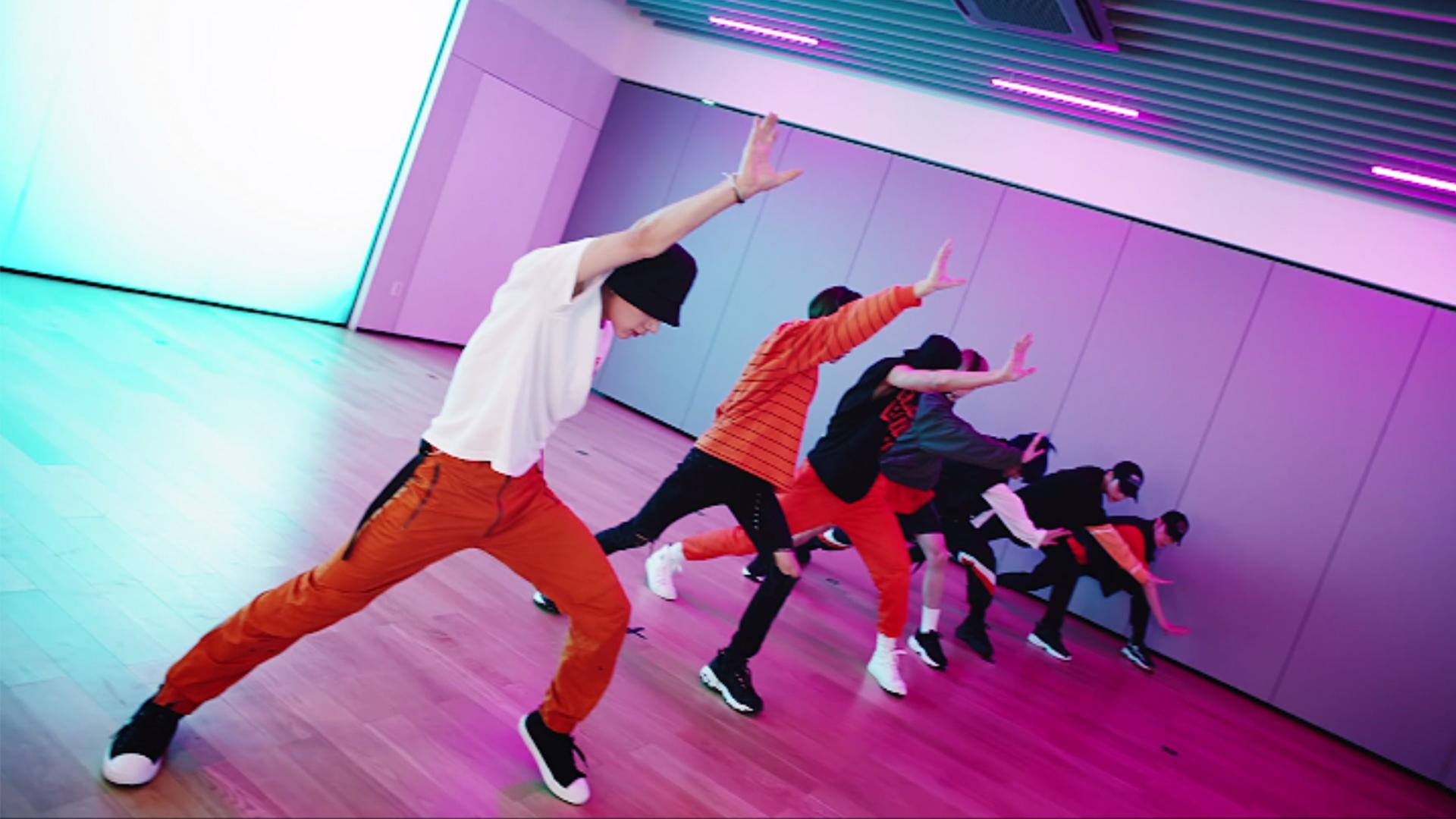 WayV 威神V 'Turn Back Time (超时空 回)' Dance Practice