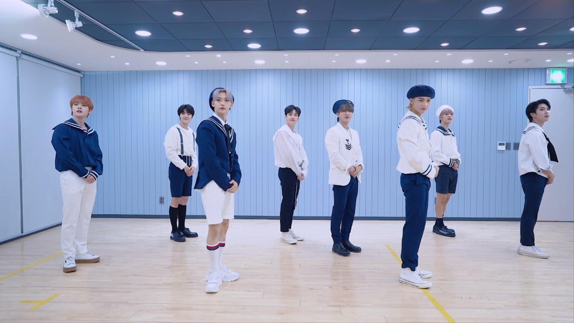 "Stray Kids(스트레이 키즈) ""神메뉴"" Dance Practice Video (Lovestay 마린룩 ver.)"