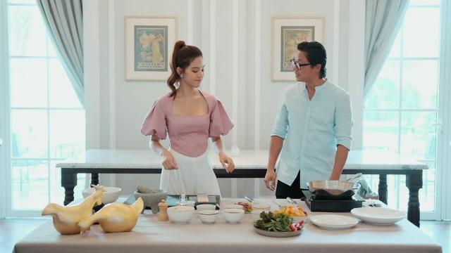 #CookingWithJolie #1: Cá hồi áp chảo trong 15 phút cùng chef Luke Nguyen l Jolie Nguyen